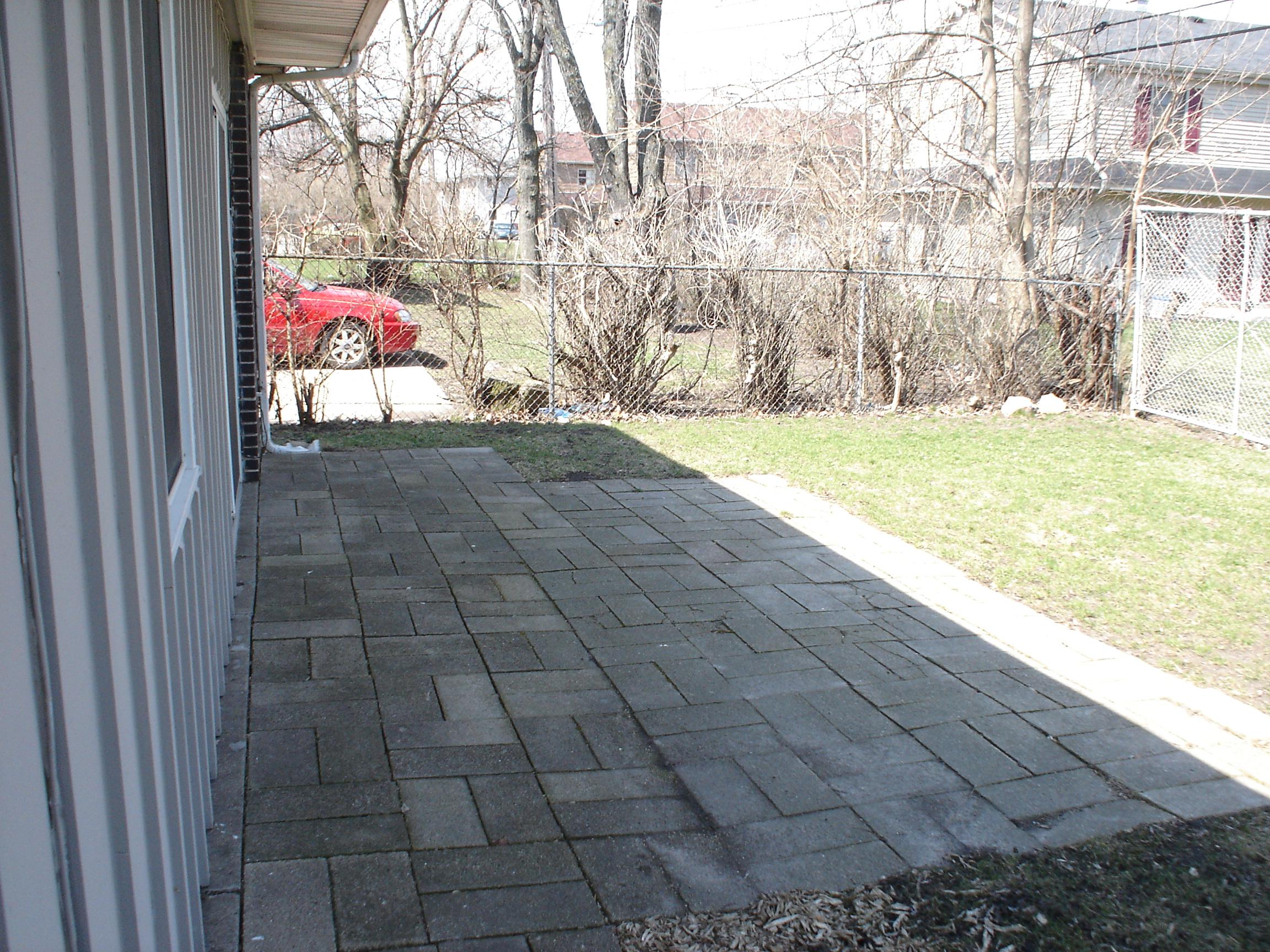 805 Greenbrier Rd, DeKalb, IL 60115 (4-8 Blocks Away)