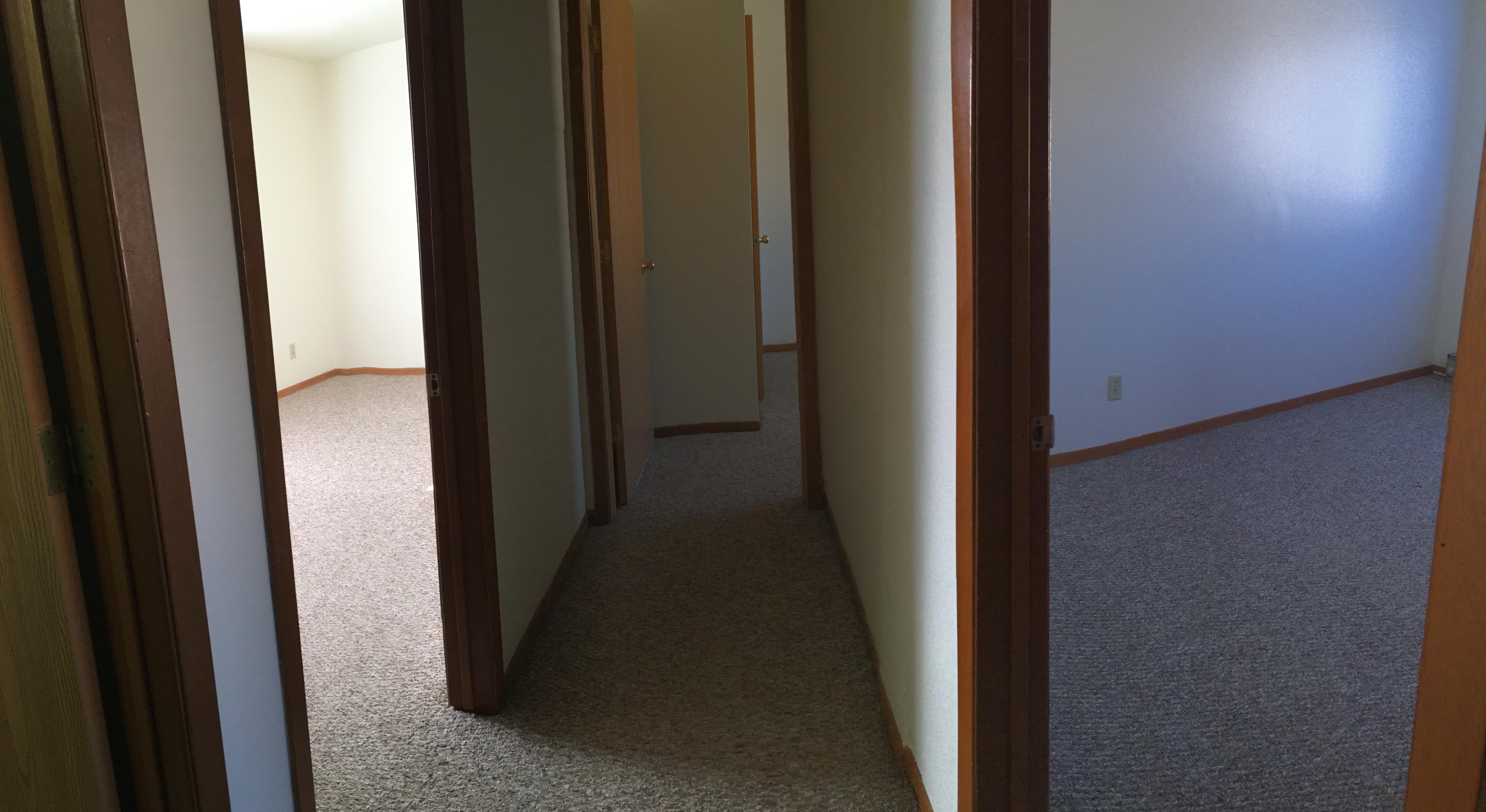 812 Greenbrier Rd, DeKalb, IL 60115 (4-8 Blocks Away)